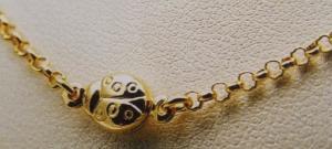 collana d'oro con coccinella