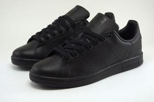 scarpe nere sportive